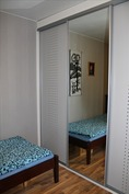 Makuuhuoneen liukuovikaapisto