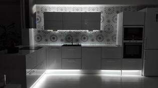 Keittiössä kauniit valaistukset