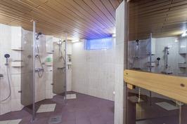 Saunan yhteydessä oleva pesuhuone