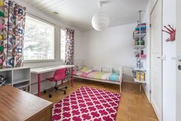 Värikäs tytön huone