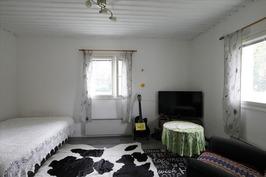 Olohuone ja makuuhuone yhdessä