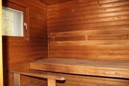 Auonrakennuksessa on tilava ikkunallinen sauna