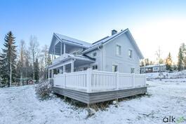 Tämä ihastuttava koti odottaa uusia asukkaita!
