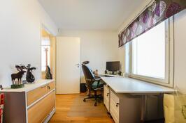 Työhuone alakerrassa / Arbetsrum i nedre våning