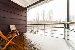 Yläkerran parveke / Balkong övre våning