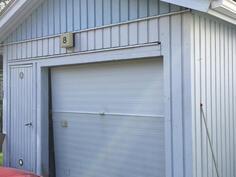 Erillinen autotalli ja varasto