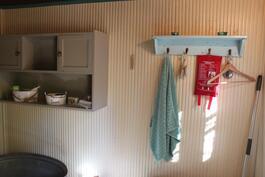 Pihasaunan yhteydessä sijaitsee tilava pukuhuone, josta mahdollista tehdä esim. kodinhoitotila