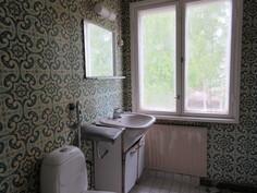 ... kylpyhuone (remontin tarpeessa), ...