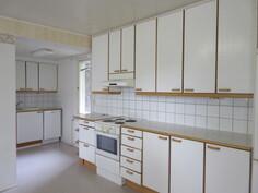 ... keittiöissä (kuvaa läpitalon olevasta 1. kattohuoneistosta)...