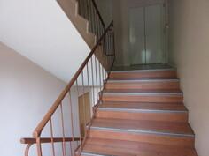 ... 2000-luvulla sisäpintaremonttia on tehty mm. portaikossa, ...