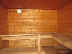 Kiinteistöllä on sähkö-, vesi- ja viemäriliittymät sekä katutasossa on asialliset sauna- ja...