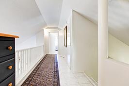 yläkerroksen käytävää