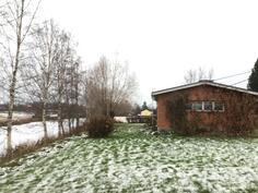 Tontti rajoittuu Maalahden jokeen / Tomten gränsar till Malax å