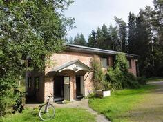 talo 2. , käynti saunatiloihin ja yläkerran asuintiloihin