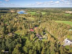 Taustalla Hirvijärvi