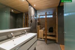 Tilava, ylellinen kylpyhuone-/saunaosasto