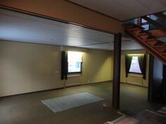 Lisäkuvassa talon alakerran iso olohuone!