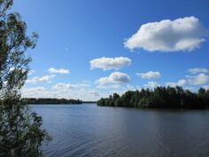 Kiinteistöltä matkaa teitä pitkin kauniin Kokemäenjoen rantaa vain n.1km!