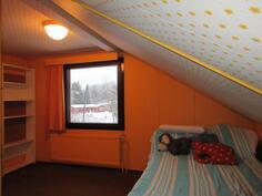 Yläkerran makuuhuoneissa käytetty hyväksi myös räystästilat!
