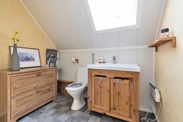 Yläkerran wc (suihkuvaraus)