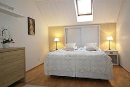 yläkerran huone, romanttinen kattoikkuna