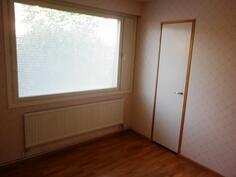 Makuuhuoneissa kaikissa myös omat vaatehuoneet.