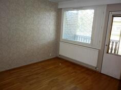 Makuuhuone jossa myös ulos käynti tuuletusterassille.