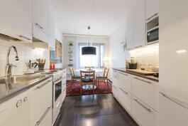 Kaunis vaalea keittiö