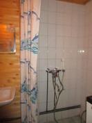 V. -07 saneeratussa kylpyhuoneessa/wc:ssä myös pesukoneliitäntä!