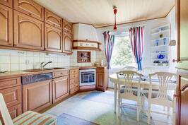 keittiössä tilaa leipojalle ja kotikokille