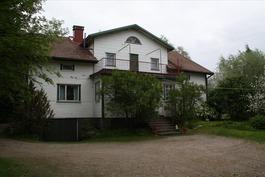 talo sisäpihalta