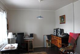 Takkahuoneesta saat halutessasi yhden makuuhuoneen lisää  tai kivan tv-tilan.