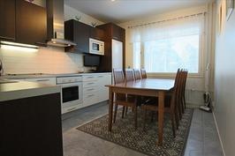Uusittu kaunis keittiö