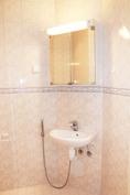 Kylpyhuoneessa myös wc-tilat
