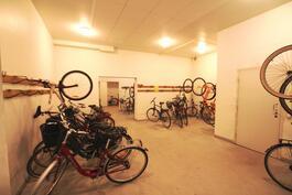 tosi tilava pyörävarasto