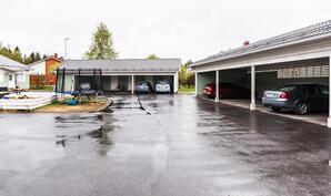 Autokatospaikat, joiden katossa vielä erillistä säilytystilaa