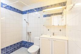 Kylpyhuone uusittu 2004