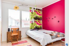 fuksianpunaisessa huoneessa on hyvä energia