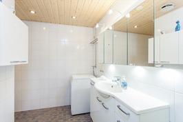 Pesuhuone uusittu 2010/2011
