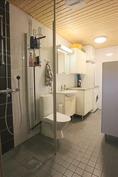 Suuri kylpyhuone