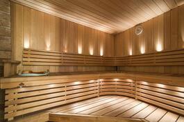 kellarikerroksessa kauniit saunatilat