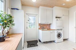 Pesukone ja kuivausrumpu sisältyvät hintaan / Tvättmaskin och torktumlare inkluderar i priset