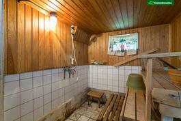 Sauna kaipaa remonttia.