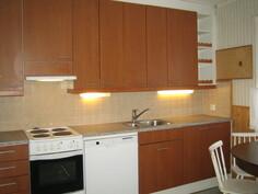 Tässä kuvassa n. 94 m2 kolmion 2000-luvulla remontoitu tilava keittiö, ...