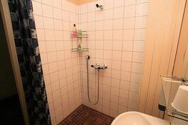 Suihkulliset huoneet