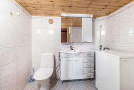 Kellarikerroksen wc