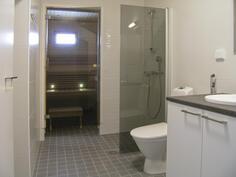 Pesuhuoneessa toinen wc-tila