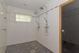 Kylpyhuone remontoitu 2012