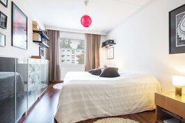 Huikean kokoinen makuuhuone