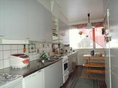 Keittiön yhteydessä ruokailutila